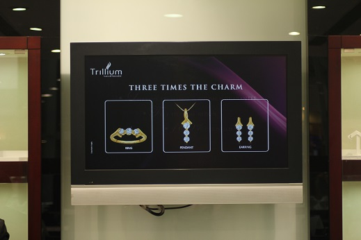 Digital Singage Solutoin to display jewellery for Pure Gold